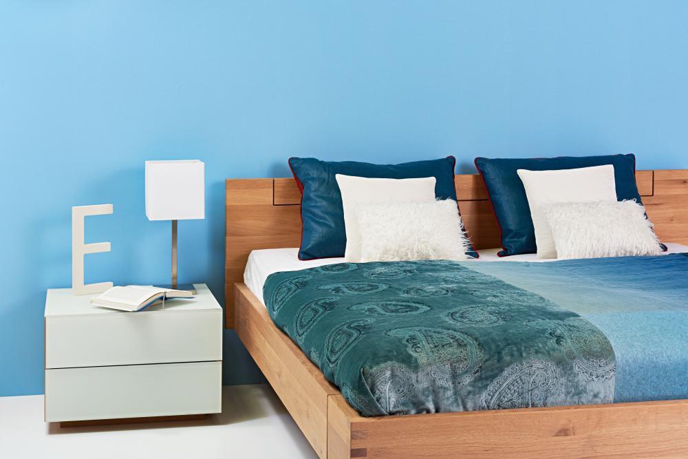 Wohnbeispiel - Schlafzimmer mit Farbakzenten